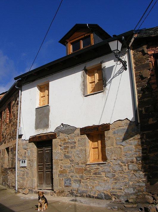 Fachada reformada turismo rural y casas rurales en - Rehabilitacion casas rurales ...